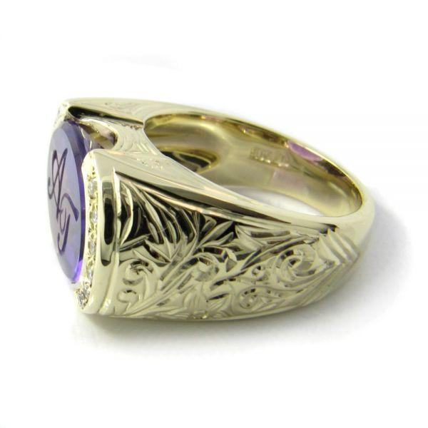 Siegelring-Anfertigung in Gold mit lila Amethyst und Brillanten