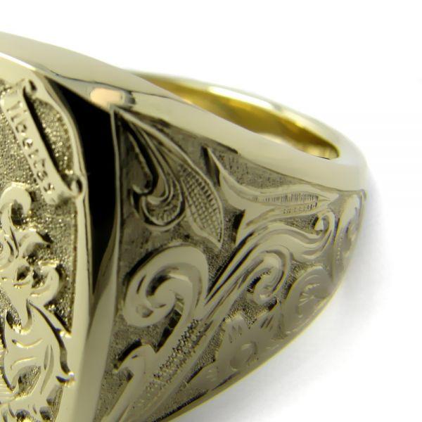 Siegelring-Anfertigung in Gold mit Relief und Verzierungen